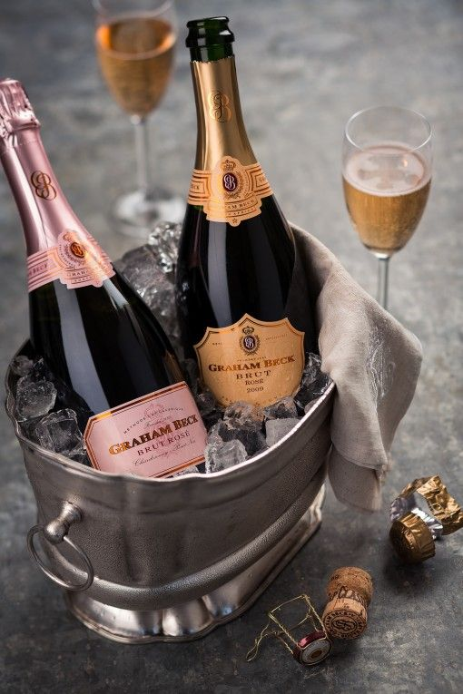 Come with Hera Yachting and let's celebrate with champagne!